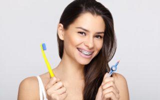 歯科矯正中に起こる口臭の原因と予防法について