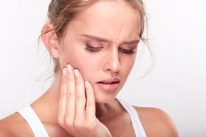 ワイヤー矯正中のワイヤーやブラケットにより、口内が切れたり、傷ついたりした時の対応